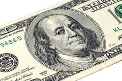 Ben Franklin y x27; cara de s con descensos del agua en ojos en el viejo billete de dólar de los E.E.U.U. $100 Imagen de archivo