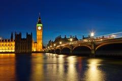 Ben grande e casas do parlamento na noite Fotos de Stock