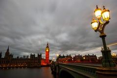 Ben grande e casas do parlamento no crepúsculo imagem de stock