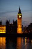 Ben grande e Westminster na noite imagem de stock