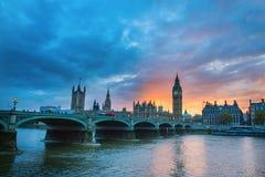 Ben grande y puente de Westminster en la puesta del sol Fotos de archivo
