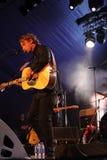 Ben Howard que se realiza en el festival 2014 de la voltereta Foto de archivo
