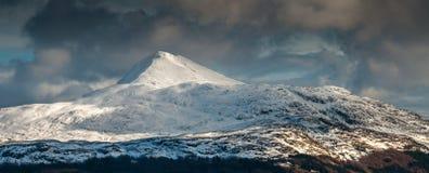 Ben Lomond na burzowym zima dniu Obraz Royalty Free