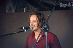 Ben mahlt Sänger in der Sitzung Stockfotos