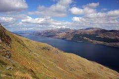 Ben Nevis och fjord Linnhe, Skottland arkivfoton