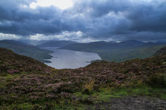 Ben A'an para Glen Finglas Reservoir Scotland Imagem de Stock Royalty Free