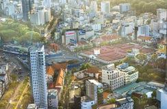 Ben Thanh Market Center beskådade från ovannämnt med skyskrapor Royaltyfri Fotografi
