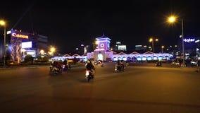 Ben Thanh Market- - Quach Thi Trang-Park vom Hoch am Abend stock video