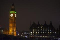 Ben Tower Clock grande em Londres, Inglaterra, Reino Unido na noite foto de stock