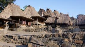 Bena un villaggio tradizionale con le capanne dell'erba della gente di Ngada in Flores Fotografia Stock