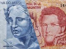 benadering van Braziliaans bankbiljet van twee reais en Argentijns bankbiljet van twintig peso's