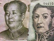 benadering van Chinees bankbiljet van één yuan en Argentijns bankbiljet van vijf peso's