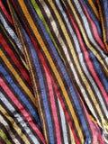 benadering van een multicolored Mexicaanse rebozo met strepen, achtergrond en textuur Stock Afbeelding