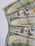 benadering van gestapelde 100 dollarsrekeningen Stock Fotografie