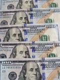 benadering van gestapelde 100 dollarsrekeningen Royalty-vrije Stock Afbeelding