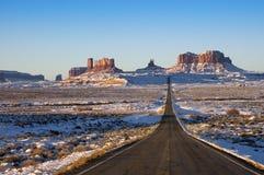 Benadering van het Park van Navajo van de Vallei van het monument de Indische Stammen Royalty-vrije Stock Fotografie