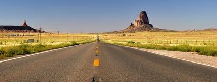 Benadering van het Park van Navajo van de Vallei van het monument de Indische Stammen Royalty-vrije Stock Foto's