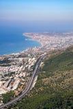 BENALMADENA, ANDALUCIA/SPAIN - 7月7日:从登上Calamorr的看法 免版税库存照片