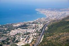 BENALMADENA ANDALUCIA/SPAIN - JULI 7: Sikt från monteringen Calamorr arkivfoton