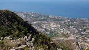BENALMADENA ANDALUCIA/SPAIN - JULI 7: Sikt från monteringen Calamorr fotografering för bildbyråer