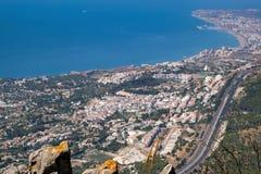 BENALMADENA, ANDALUCIA/SPAIN - LIPIEC 7: Widok od góry Calamorr fotografia stock