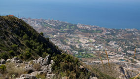 BENALMADENA, ANDALUCIA/SPAIN - LIPIEC 7: Widok od góry Calamorr obraz stock