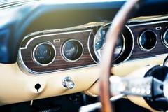 Benalmadena Hiszpania, Czerwiec, - 21, 2015: Inside widok klasyczny Ford mustang Fotografia Stock