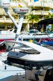 BENALMADENA, HISZPANIA, MAJ 10 i mieszkania, -, 2018 luksus łodzie ja fotografia royalty free