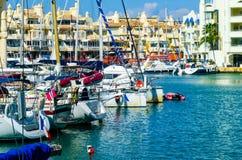 BENALMADENA, HISZPANIA, MAJ 10 i mieszkania, -, 2018 luksus łodzie ja zdjęcie royalty free