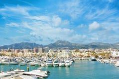 Benalmadena Puerto Marina sporta port, widok mola z bielem zdjęcia stock