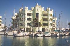 BENALMADENA SPANIEN - MAJ 5,2013: sikt av den Puerto marina i Benalm arkivbilder