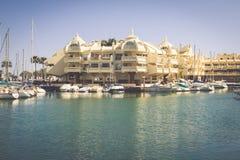BENALMADENA SPANIEN - MAJ 5,2013: sikt av den Puerto marina i Benalm royaltyfria foton