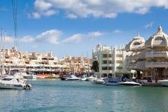 BENALMADENA SPANIEN - MARS 5, 2016: Anslöt fartyg på den Puerto marina härbärgerar i Benalmadena, Spanien royaltyfri foto