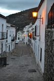 Benamahoma, Espanha, cidade branca da vila, povoado indígeno blanco no parque nacional de Grazalema, florestas do pinho, a Andalu imagem de stock royalty free