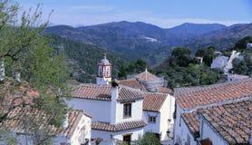 Benarrabas, cenas e vilas brancas típicos de Andalucia fotos de stock