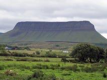 Benbulben, Cie. Sligo, Irlande Photographie stock libre de droits