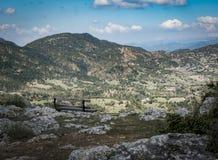Bence con la visión asombrosa en el campo Montaña de Mainalo, GR Fotografía de archivo