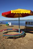 bench вокруг зонтика Стоковая Фотография