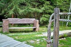 Bench в музее леса под открытым небом в Vydrovo Стоковое Изображение