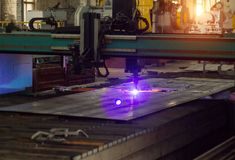 Bench для современного автоматического вырезывания лазера плазмы металлов, вырезывания плазмы с лазером и лазера, оборудования стоковые фото