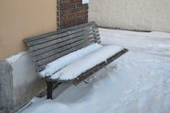 bench покрытый снежок Стоковая Фотография RF