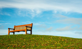 bench agains bue sky Royalty Free Stock Image