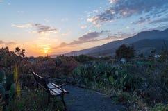 Bench com por do sol bonito no La Palma, Ilhas Canárias, Espanha Imagem de Stock Royalty Free