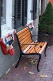 Bench con los indicadores patrióticos imagen de archivo libre de regalías