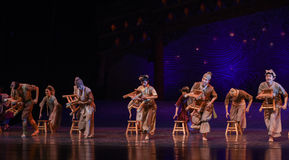 """The bench dance-Dance drama """"The Dream of Maritime Silk Road"""". Dance drama """"The Dream of Maritime Silk Road"""" centers on the plot of two generations of a Stock Photos"""