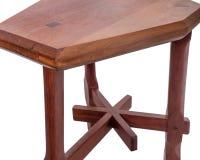 bench En bois des planches et des rondins rugueux Banc rustique photographie stock