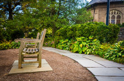 Bench en Garden del obispo en Washington National Cathedral, i imagenes de archivo