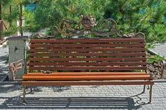 Bench en jardín Fotos de archivo libres de regalías