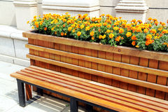 bench with flowers Royalty Free Stock Photos
