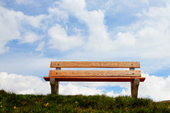 Bench in front of a pretty blue sky Royalty Free Stock Photography